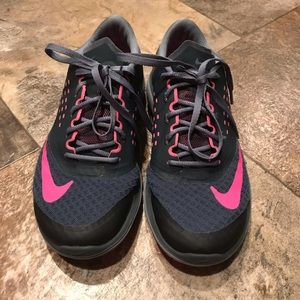 Used Nike Fit tennis shoes